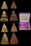 (สมเด็จนางพญาคุณากร.ปี32.ชุดทองคำใหญ่+เล็ก). สมเด็จพระเทพ.เสด็จพระราชดำเนิน.พิธีพุทธาภิเษก. เมื่อวันศุกร์ที่8สิงหาคม.พ.ศ.2532.น้ำหนักรวม22กรัม. กล่องพร้อมการ์ดเดิมๆครับ..