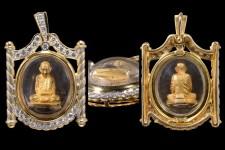 ((รูปเหมือนสมเด็จพระญาณสังวร.รุ่นแรก.ปี31)).. .(เนื้อทองคำ)..พิม์จิ๋วเลี่ยมทองฝังเพชรงามๆ.โชว์พระ.  ในการสร้างรูปหล่อเหมือนลอยองค์สมเด็จพระญาณสังวร สมเด็จพระสังฆราชในครั้งนี้ ปลัดกระทรวงยุติธรรม ท่านสวัสดิ์ โชติพานิช ประธานคณะกรรมการจัดสร้าง ได้มีปณิธานแน